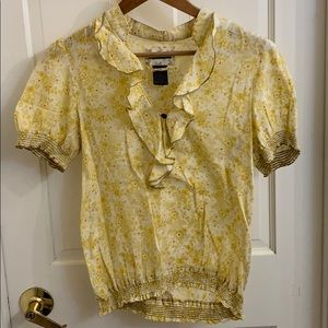 Adorable yellow flower top by Sanctuary. Size M